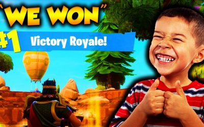 HELPING 7 YR OLD LITTLE KID WIN HIS *1ST EVER* GAME OF FORTNITE!